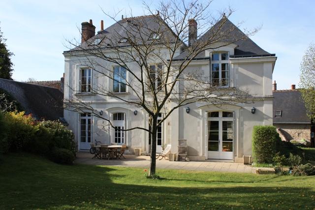 tres proche tours au coeur du village belle maison. Black Bedroom Furniture Sets. Home Design Ideas