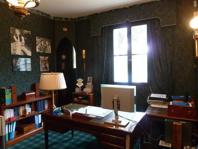 Manoir xix me sur domaine 8ha avec piece d eau agence Study table facing window