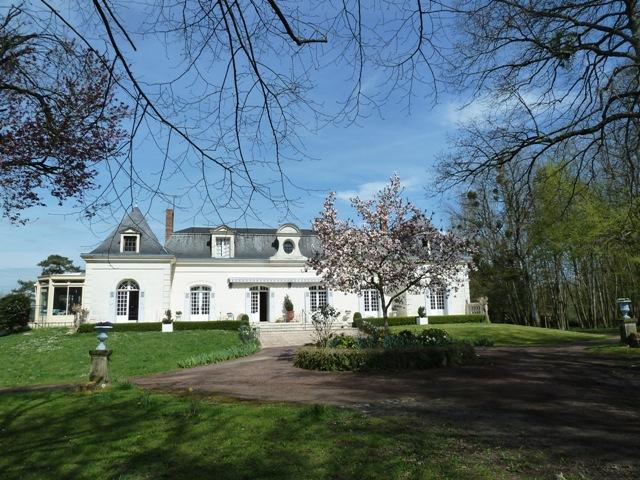Maison de caractere situee dans un domaine exceptionnel de - Maison en l avec tour ...