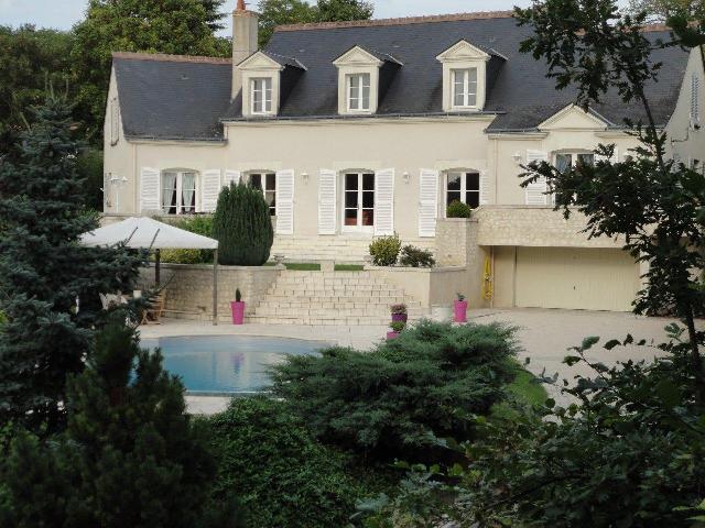 Grande et confortable maison avec piscine sur jardin de 3 for Jardin 200m2 avec piscine