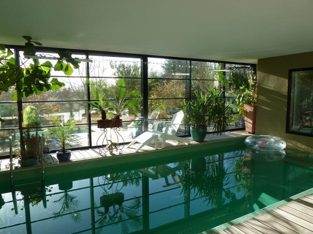 Villa d architecte avec piscine dans tres beau jardin de for Beau jardin en hiver