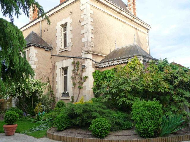 A 3 minutes des halles de tours jolie maison xix me sur for Jardin 800m2