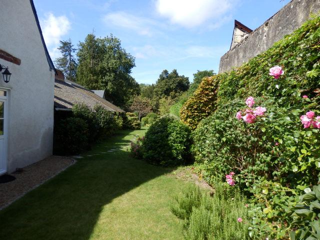 37 jolie maison de village avec joli jardin paysage clos de murs agence immobiliere une. Black Bedroom Furniture Sets. Home Design Ideas