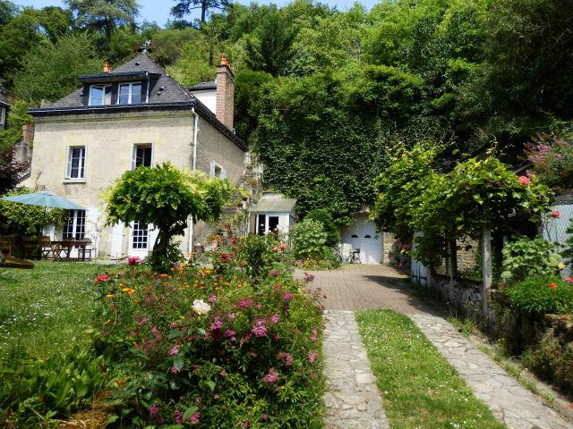 37 5 minutes de tours ravissante maison du xixeme for Jardin 41 rue du temple
