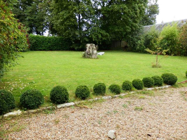30 minutes de tours charmante maison de village avec joli jardin clos et maison d 39 amis agence. Black Bedroom Furniture Sets. Home Design Ideas