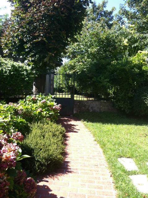 Tres jolie maison xviii me d environ 200m2 avec beau for Jardin 200m2