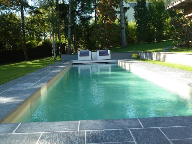 Maison contemporaine avec piscine sur parc d environ 3000m2 agence immobiliere une demeure - Margelle piscine contemporaine tours ...