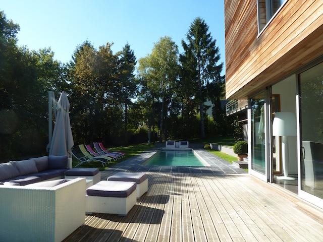 Maison contemporaine avec piscine sur parc denviron 3000m2