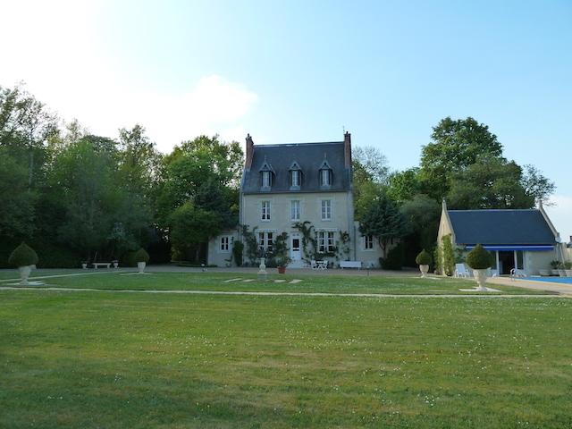 Proche tours manoir xix me sur domaine de 8 hectares avec for Piscine 8 mai vitry sur seine