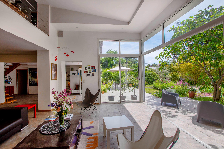 Vaste maison d architecte sur joli jardin clos de murs for Architecte jardin